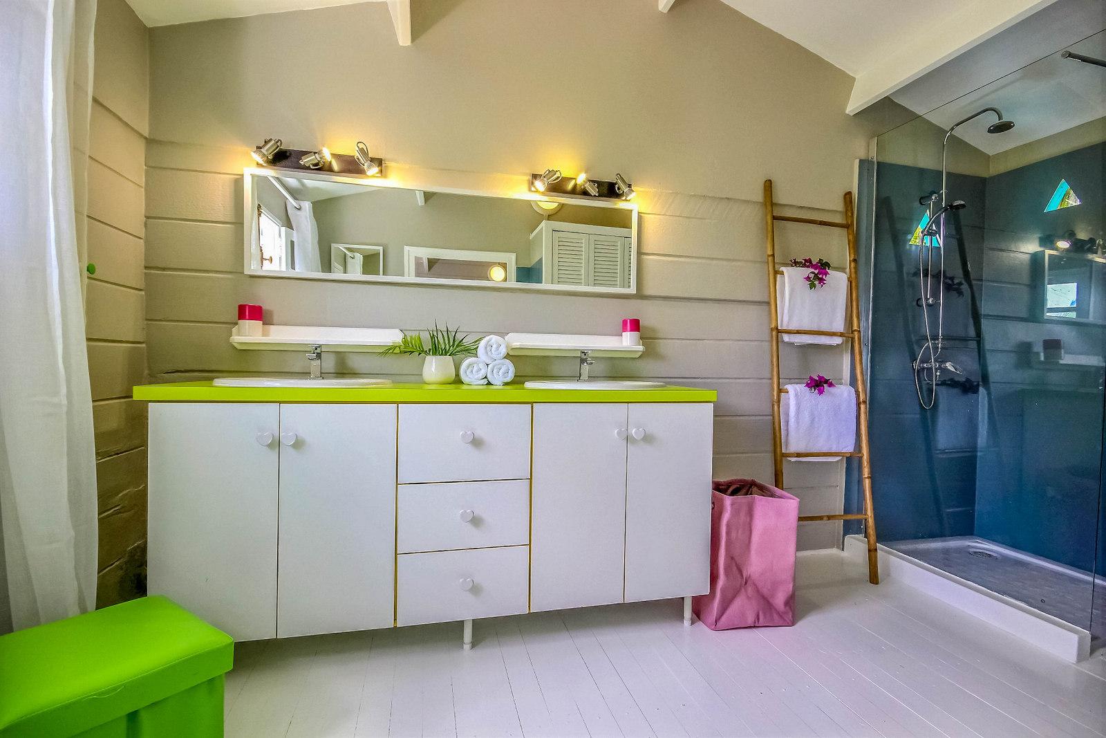 Salle de bain, villa Serenity, location saisonnière en Martinique