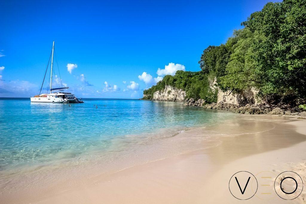 La plage de l'Anse Canot, un spot de rêve pour ceux qui aiment bronzer