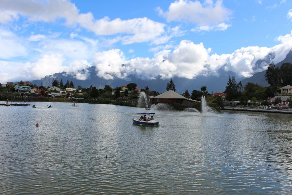 Détente au bord du lac de Cilaos
