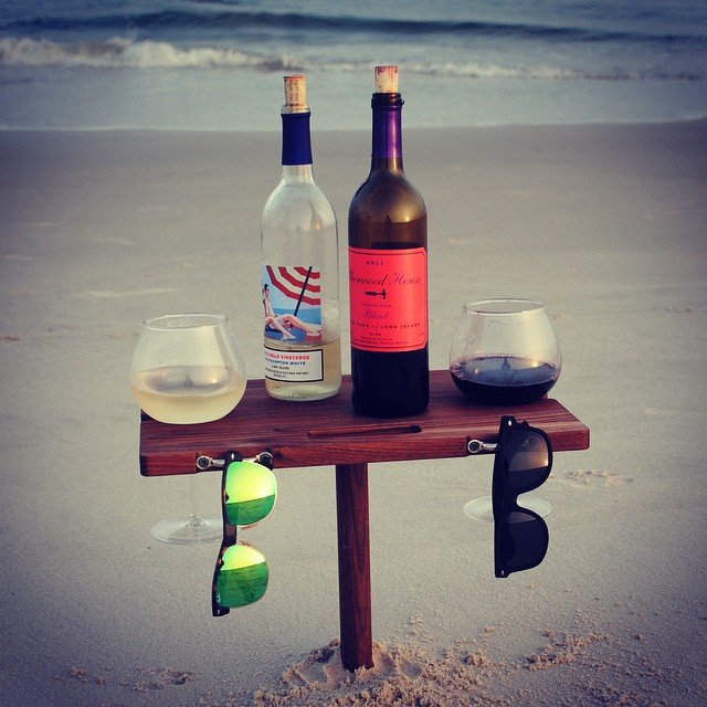 Boire une verre tranquille à la plage