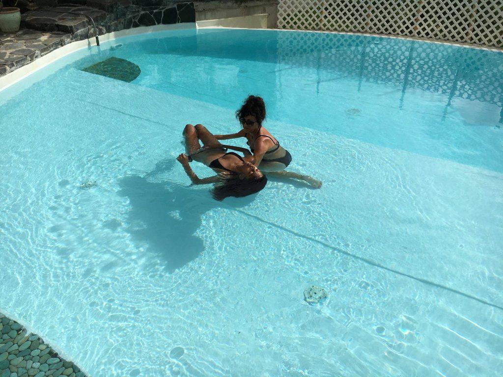 Massage-aquatique-en-piscine-en-guadeloupe