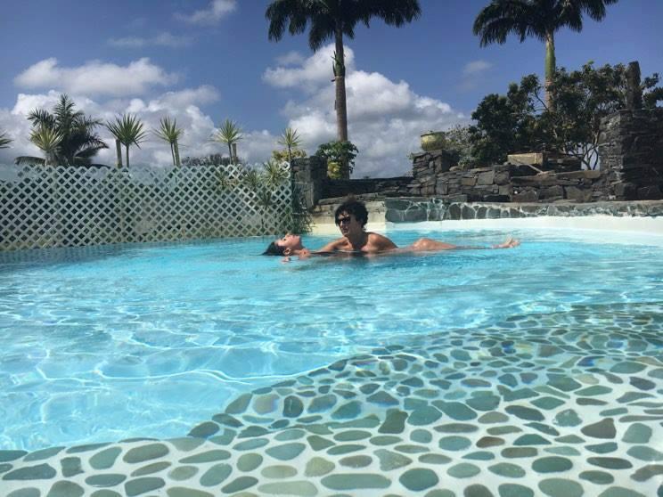 se-faire-masser-en-piscine-en-guadeloupe