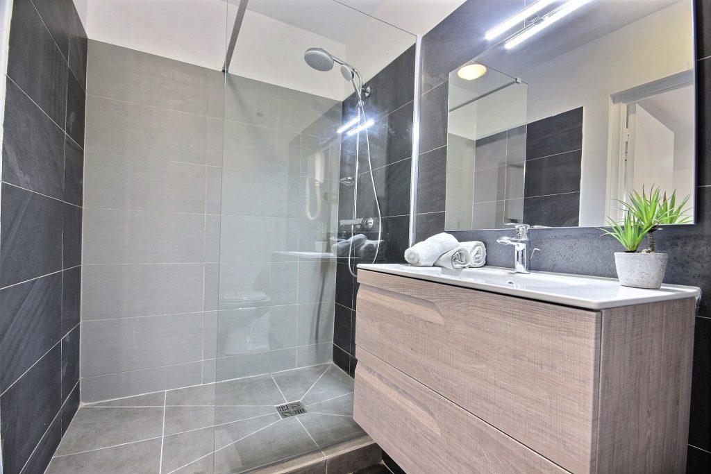 refaire-salle-de-bain-location-saisonnière