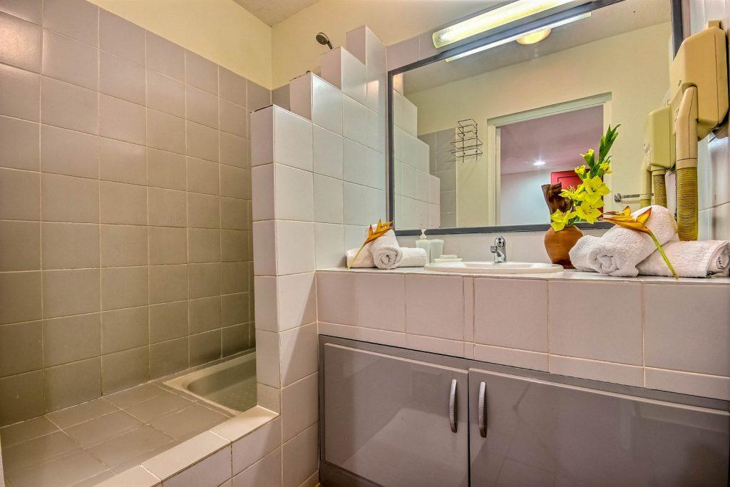 refaire-sa-salle-de-bain-en-location-saisonnière